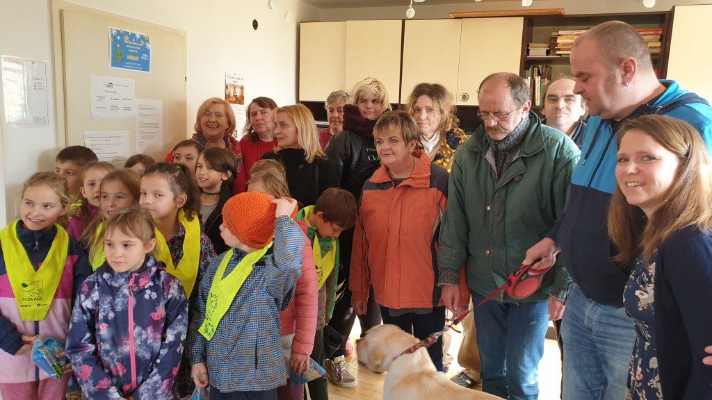 Druženje učencev PŠ Senožeti s prebivalci hiše Društva Altra v Senožetih